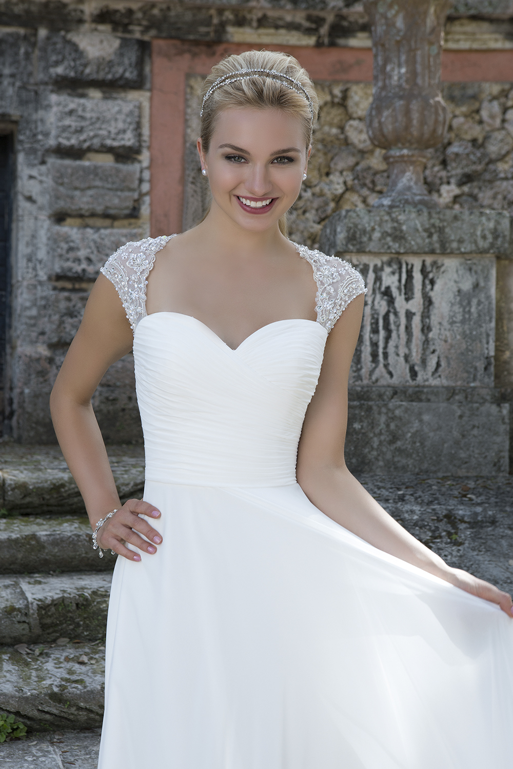 Close up of Style 3905 - Verona Couture